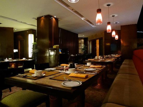 Shangri-La Hotel Surabaya: jamoo restaurant