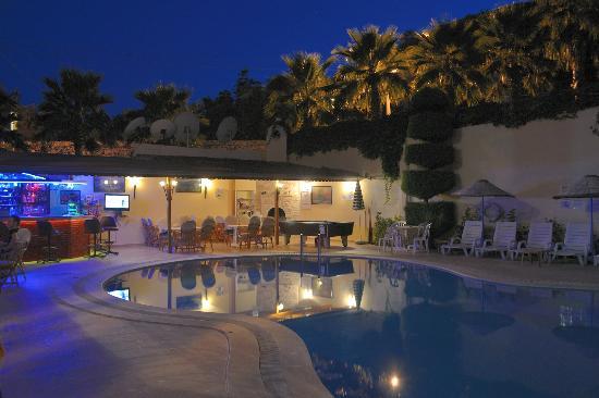 Bal Apartments: Bar/Pool