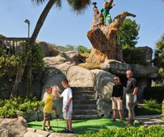 Nightmare Haunted House Myrtle Beach: Jungle Safari Mini Golf