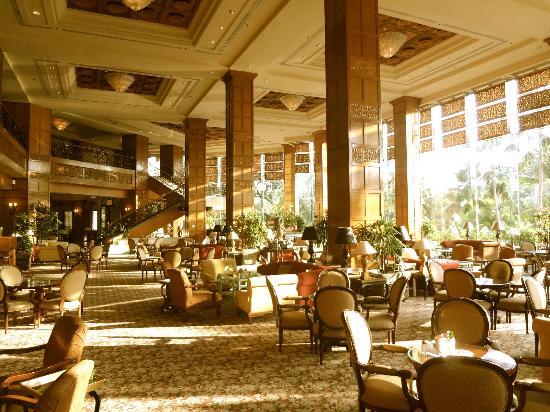 Shangri-La Hotel Surabaya: lobby area