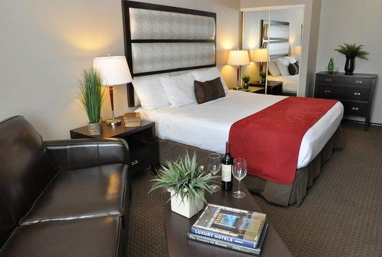 Prestige Hotel Vernon: Deluxe King Guestroom