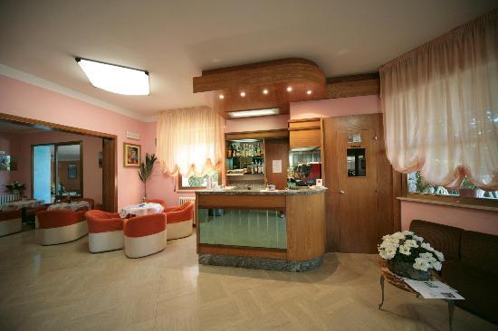 Hotel Garden: Bar