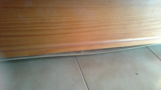 Los Gracioseros : sofa roto con clavos
