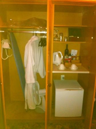 Princes Gate Hotel: cupboards/pantry