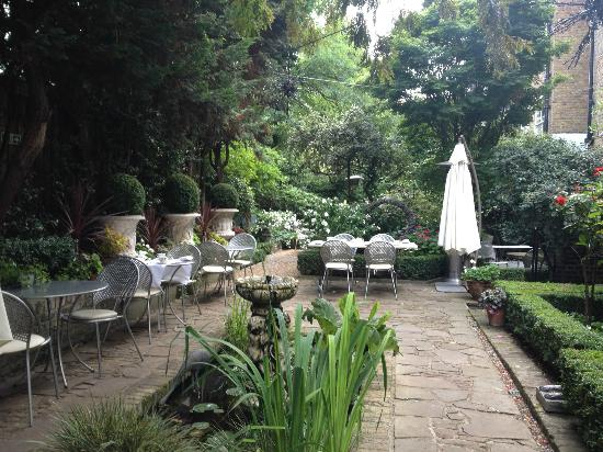 Number Sixteen: Garden, beautiful! Don't forget to breakfast here.