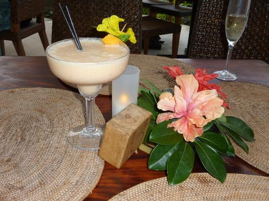 Crown Beach Resort & Spa: Happy hour