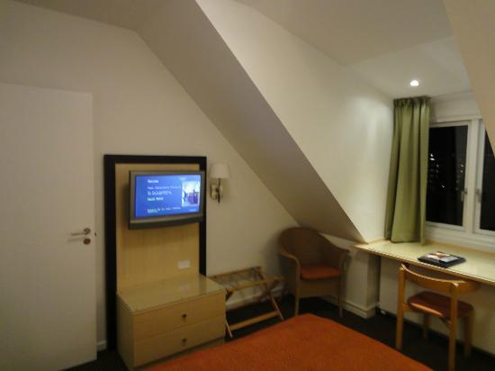 Ascot Hotel: 部屋1