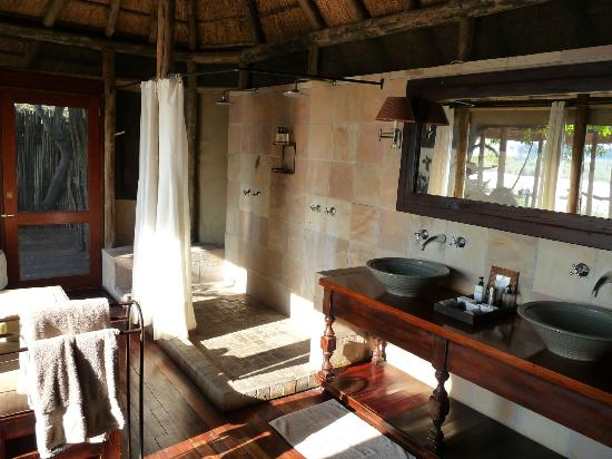 Wilderness Safaris King's Pool Camp: Bathroom