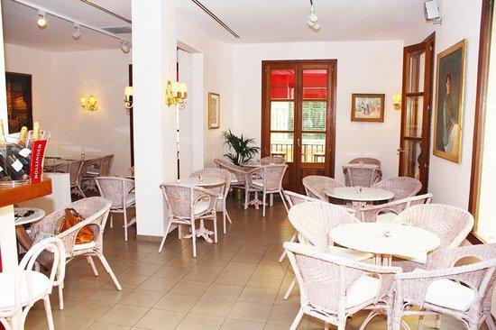 Mari Lin Cafe Lounge