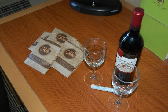 DoubleTree by Hilton Berkeley Marina: welcome wine :-)