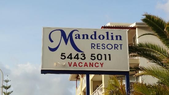 Mandolin Resort Apartments: FRONT SIGN