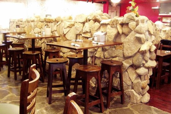 Quinlan's Irish Pub and Grill