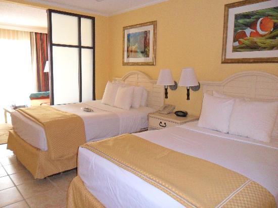 Comfort Suites Paradise Island: room