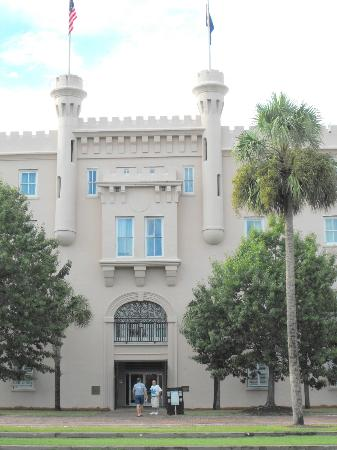 Embassy Suites by Hilton Charleston - Historic Charleston: Another shot of the hotel exterior