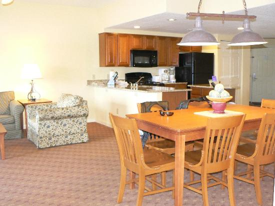 Wyndham Pagosa: Living/dining/kitchen areas