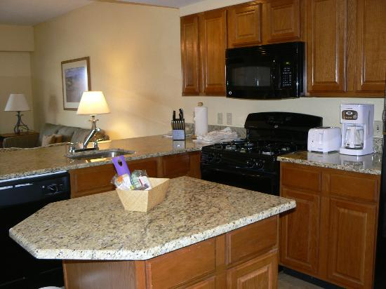 Wyndham Pagosa: Granite counters in kitchen