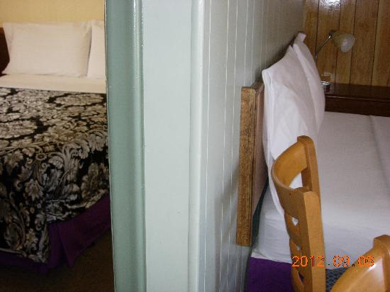 Century II Motel: double room
