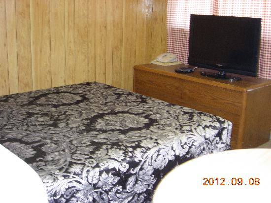 Century II Motel: double room 2