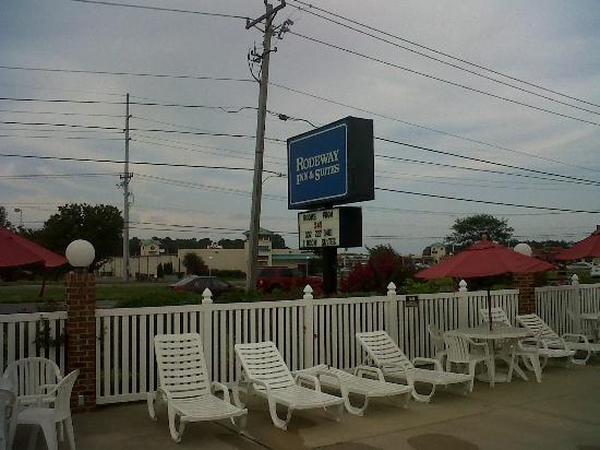 Rodeway Inn & Suites: Signage outside