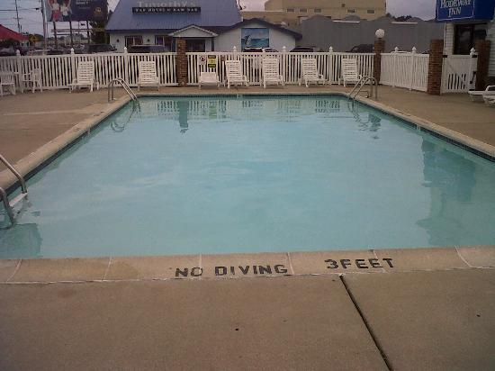 Rodeway Inn & Suites : 3 to 5 foot pool