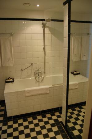 بالي هوتل: Room 302 - Bathroom
