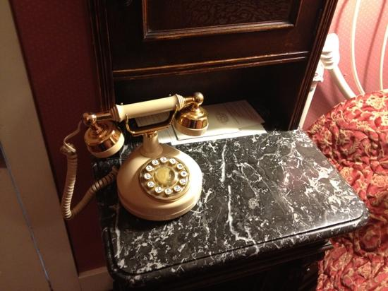 Mendocino Hotel and Garden Suites: Telephone worked