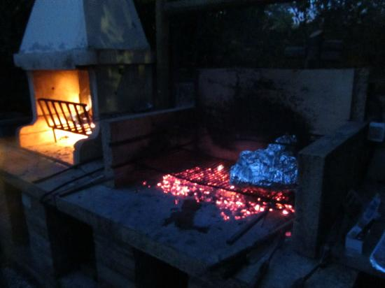 Agriturismo Il Casalone: Outdoor barbecue...