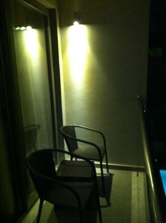 Angela Suites + Lobby: balcón
