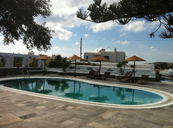 صوفيا فيليدج: piscina 