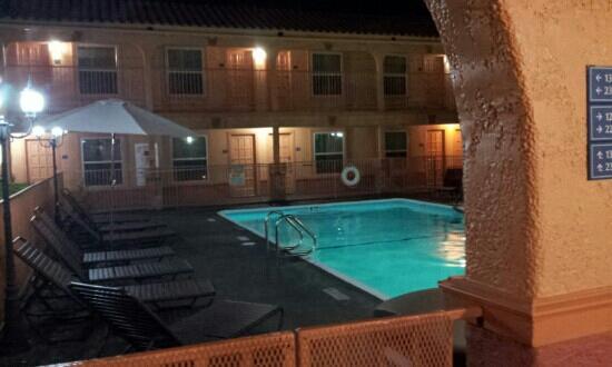 Best Western Market Center: lovely clean pool