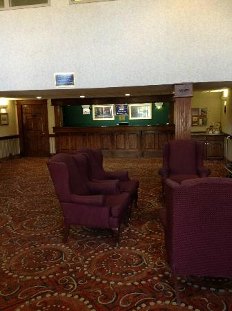 American Heritage Inn: Lobby and Front Desk