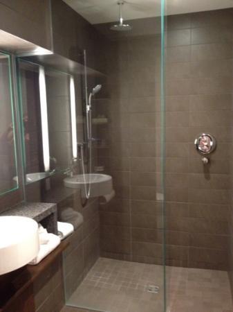 Hotel 71: Salle de bain