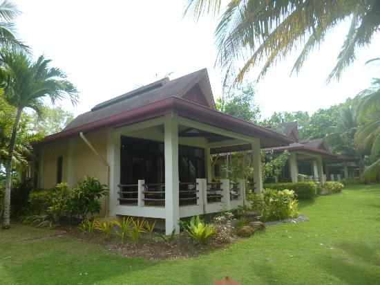 Henann Resort Alona Beach: front row cottage