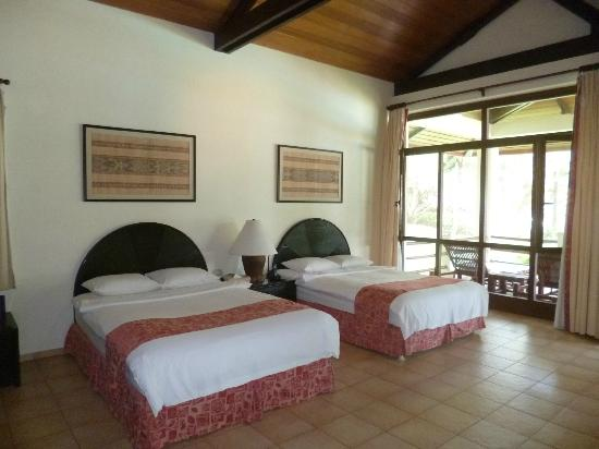 Henann Resort Alona Beach: room