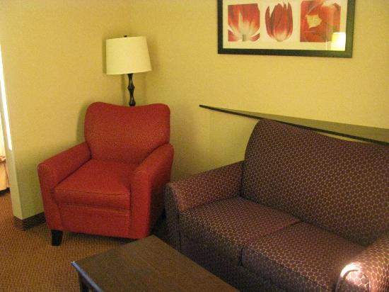 Comfort Suites Manchester: Couch and Chair