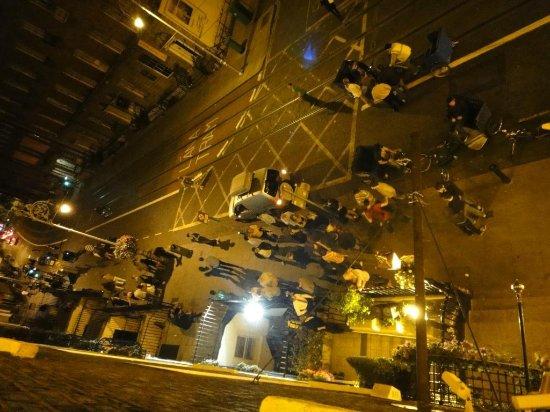 Russell Court Hotel: Final da balada dentro do hotel o povo na porta fazendo a maior zueira