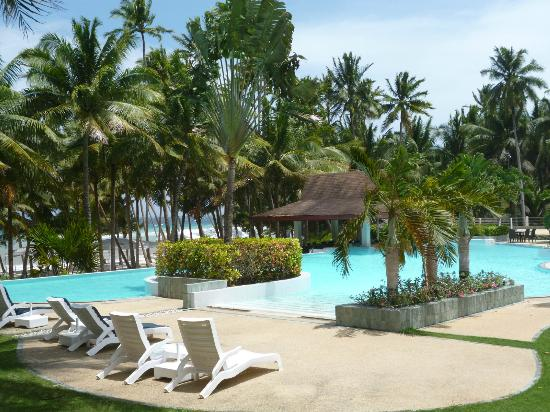 Henann Resort Alona Beach: pool area