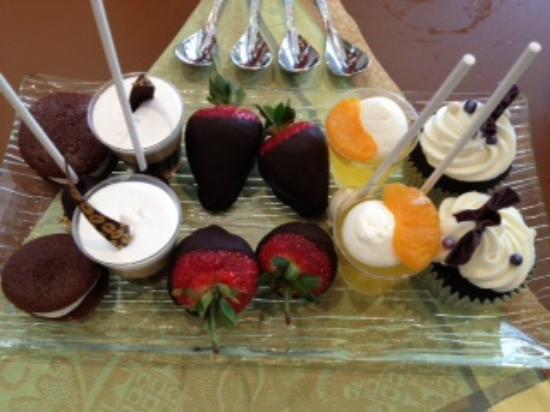 Overlook Grill: dessert tray