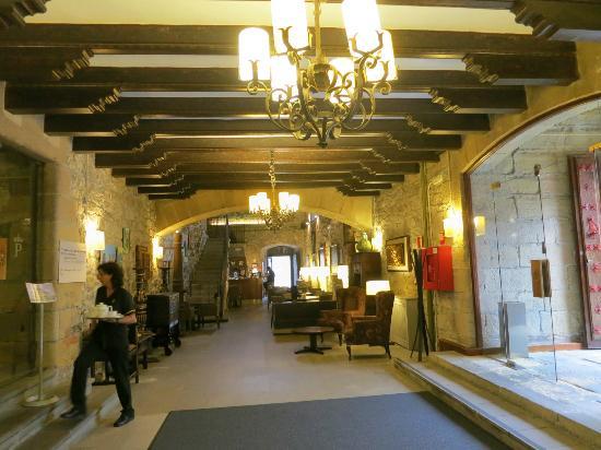 Parador de Hondarribia: Front lobby