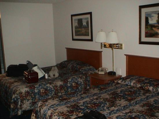 Super 8 Susanville: Our room had two queen beds