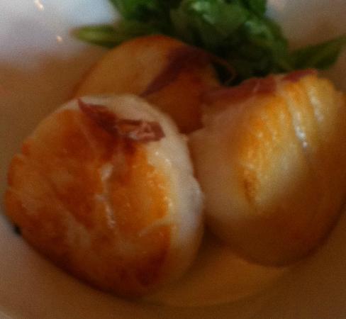 The Cellar Restaurant: Scallops appetizer!