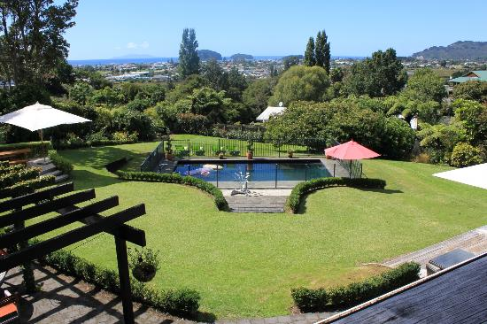 Brenton Lodge: Pool view from the garden suite
