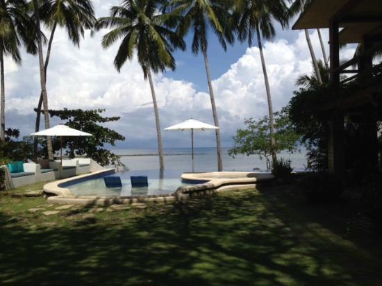 Punta Bulata Resort & Spa: The infinity pool overlooking the ocean