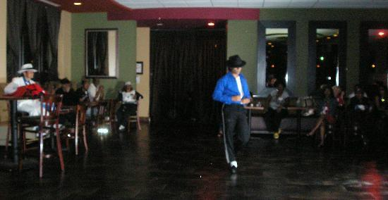 Chicago South Loop Hotel: MJ Fanvention dance party in the hotel restaurant