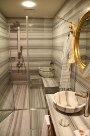 Hotel Sultania: bathroom