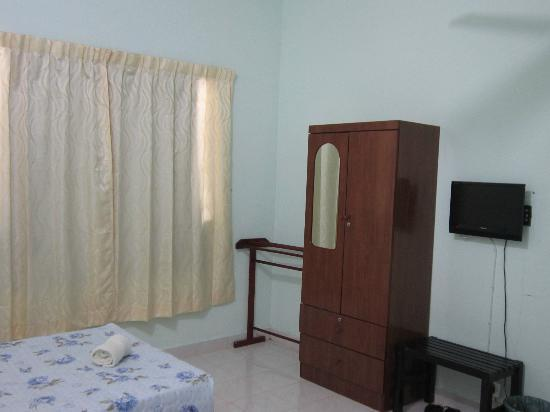 AJ's House : Double room - aircon/shared bathroom (only 2 rooms share)