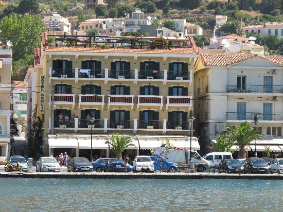 Aeolis Hotel: Hotel right on water front, easy to find when u come off ferry.