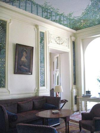 Hotel Villa Reine Hortense: Common area in hotel