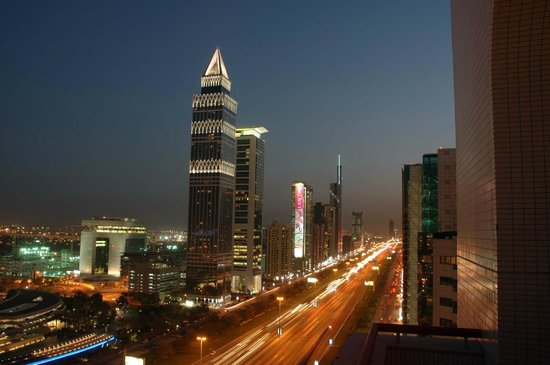 Crowne Plaza Dubai: view of Sheikh Zayed Road from the hotel guest room