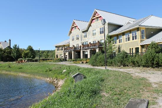Calabogie Peaks Hotel: The back of the resort
